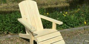 Speciale armleuning of bekerhouder in de armleuning van je tuinstoel