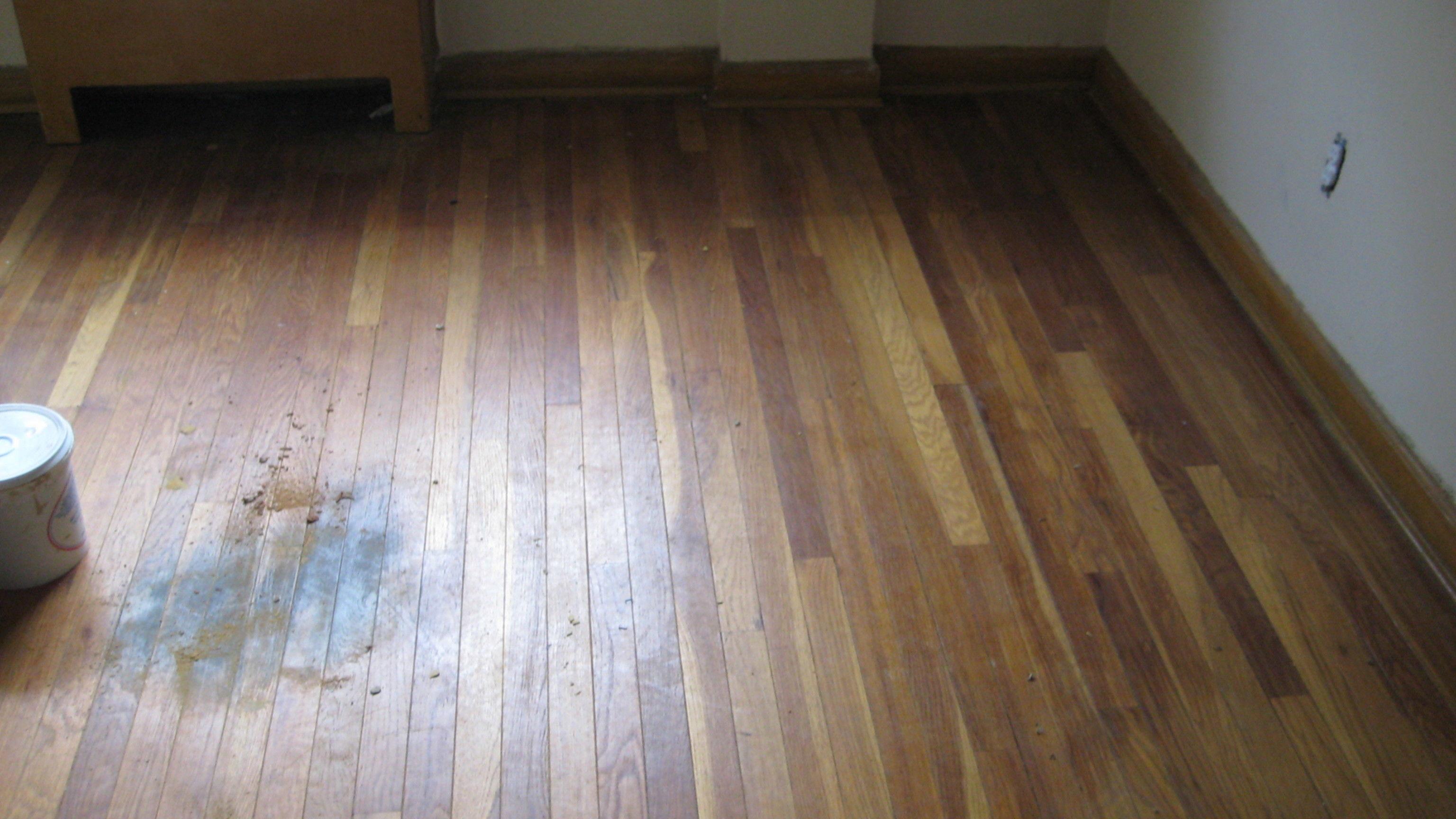 Schoonmaakmiddel Houten Vloer : Vlekken op houten vloer voordemakers