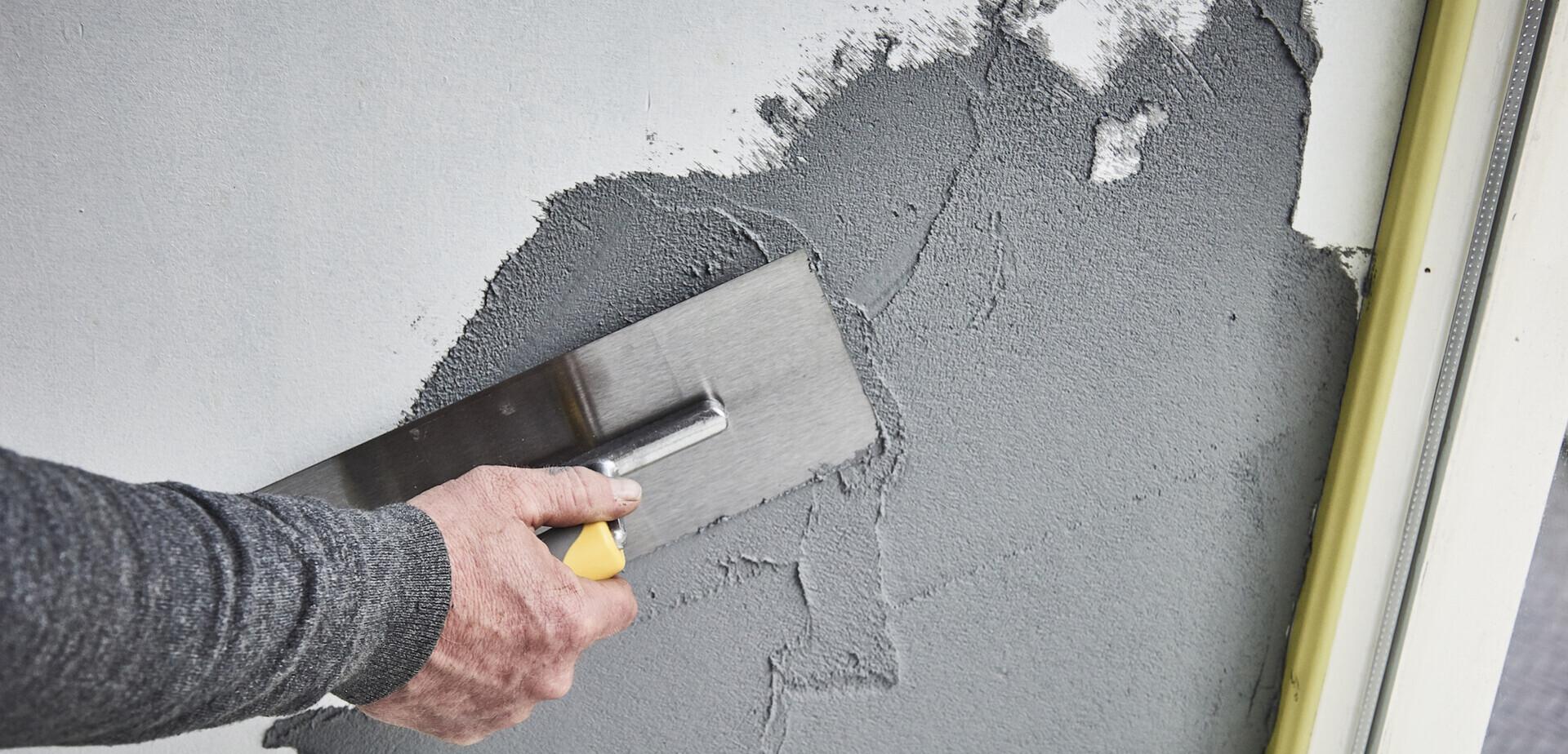 Muur in betonlook maken for Betonlook verf