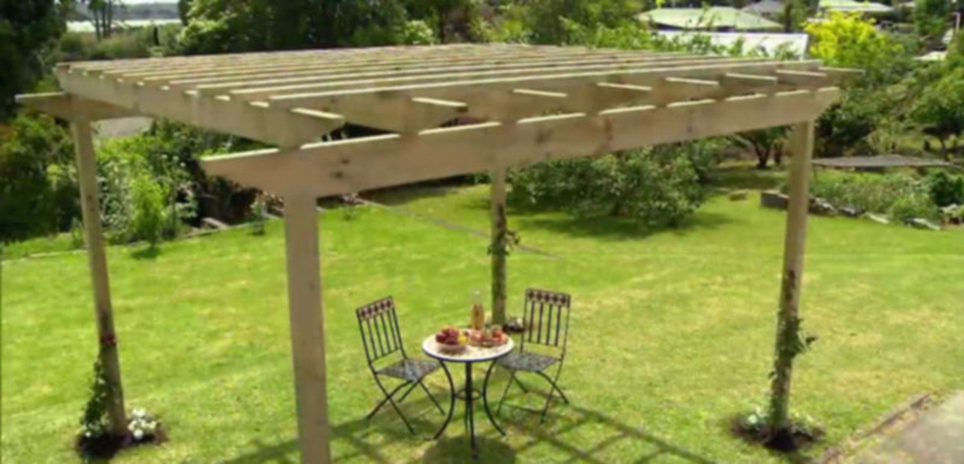 Een pergola bouwen in 9 stappen - Bedekt hout pergola ...