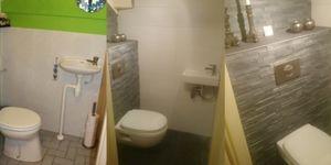 Toilet vernieuwd: Zwevend toilet gemaakt en opnieuw betegeld.