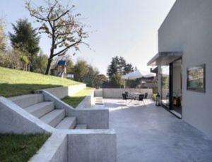 Hoe kan ik het beste een betonnen terras aanleggen?