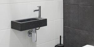 Toilet renoveren | Fonttijnset en accessoires plaatsen (4/4)