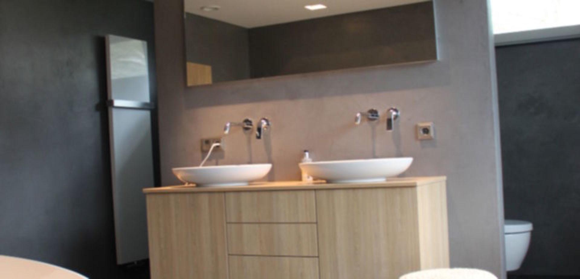 Beton-Stone look badkamer met Coprox Afwerking | voordemakers.nl