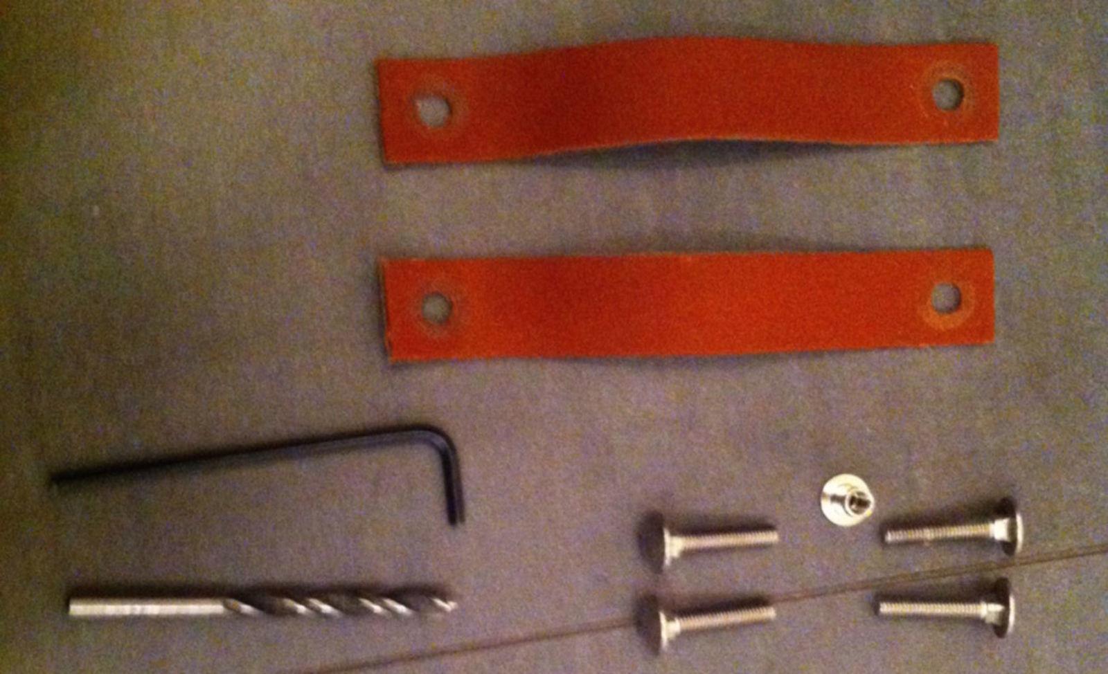 Leren handgrepen op schuif deur monteren voordemakers
