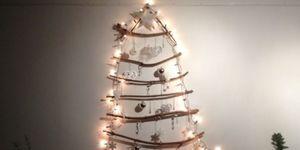 Hangende Kerstboom aan de muur