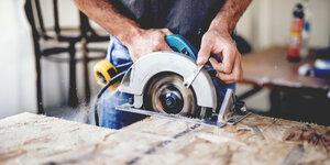 Hoe gebruik je veilig een zaagmachine?