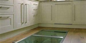 Een geheime raam in de keukenvloer?