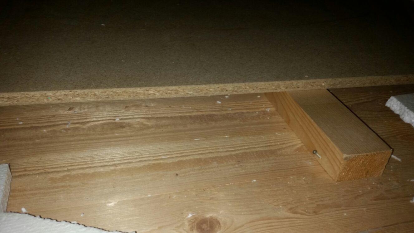 Vloer isoleren (geluid) en hout op houtverbinding opheffen ...