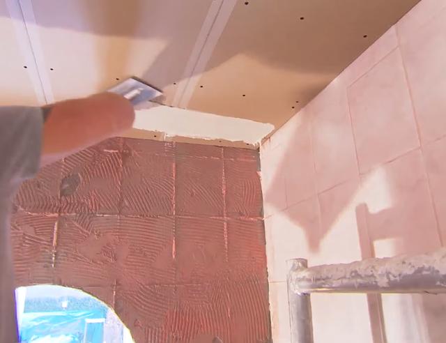 Plafond stucen | voordemakers.nl