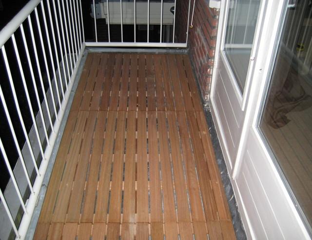 Houten Balkon Tegels : Je houten terras behandelen onderhouden voordemakers
