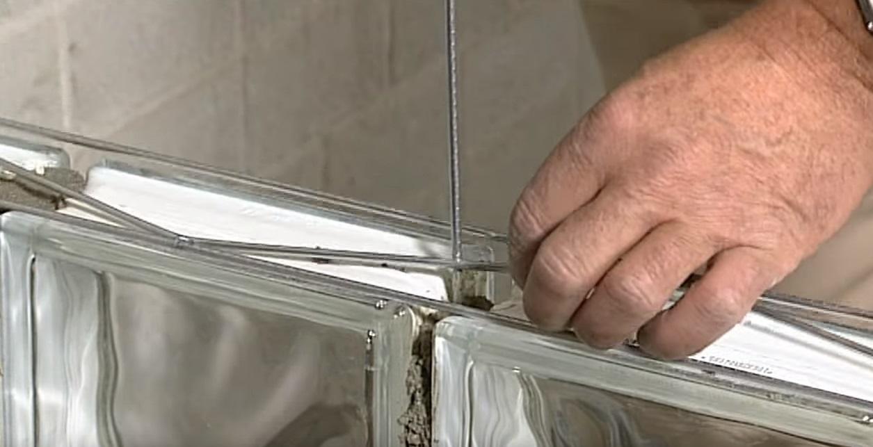 Het metselen van glazen bouwstenen | voordemakers.nl