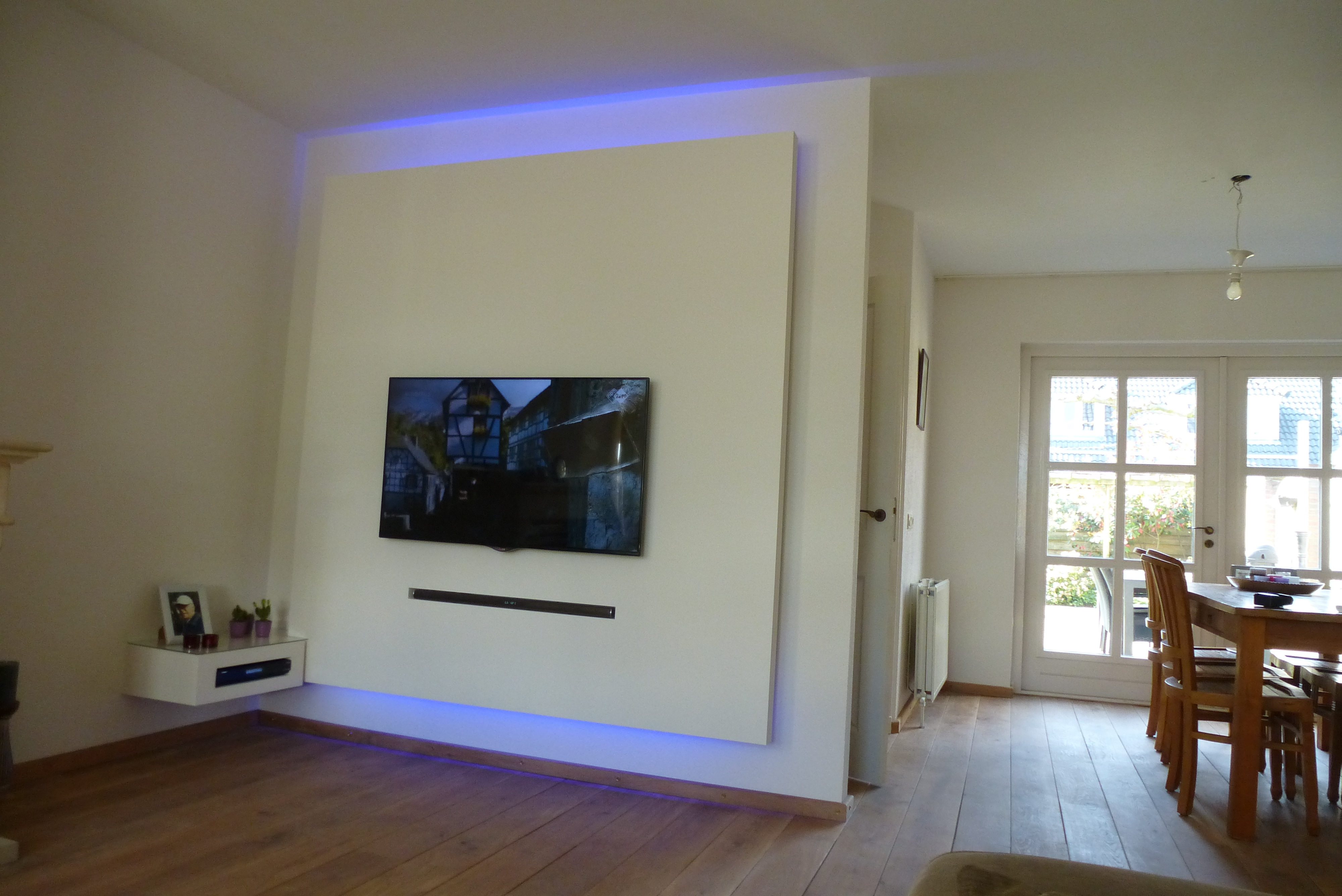 tv wand wohndesign. Black Bedroom Furniture Sets. Home Design Ideas