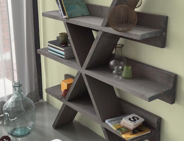 bevestig de kast aan de muur met schroeven en pluggen decoreer er lustig op los en geniet van je zelfgemaakte meubel