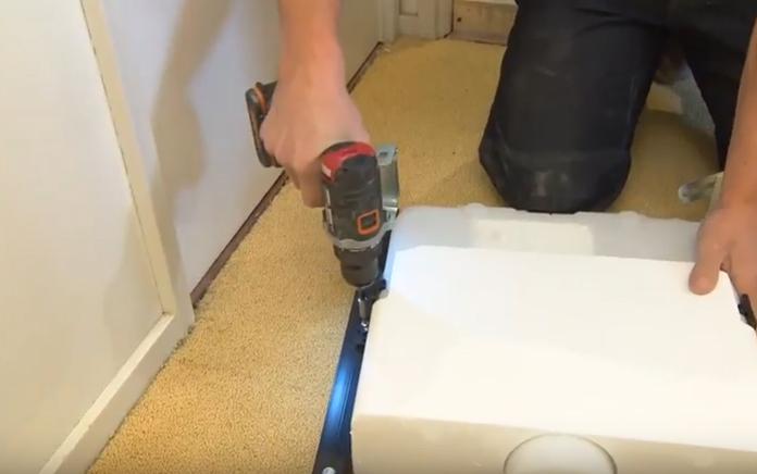Achterwand Hangend Toilet : Plaatsen inbouwreservoir en toiletpot installeren voordemakers