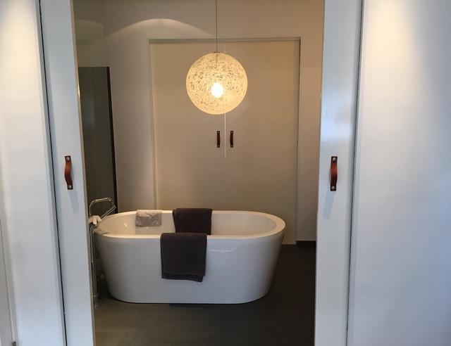 Schuifdeur Voor Badkamer : Slot op schuifdeuren badkamer voordemakers