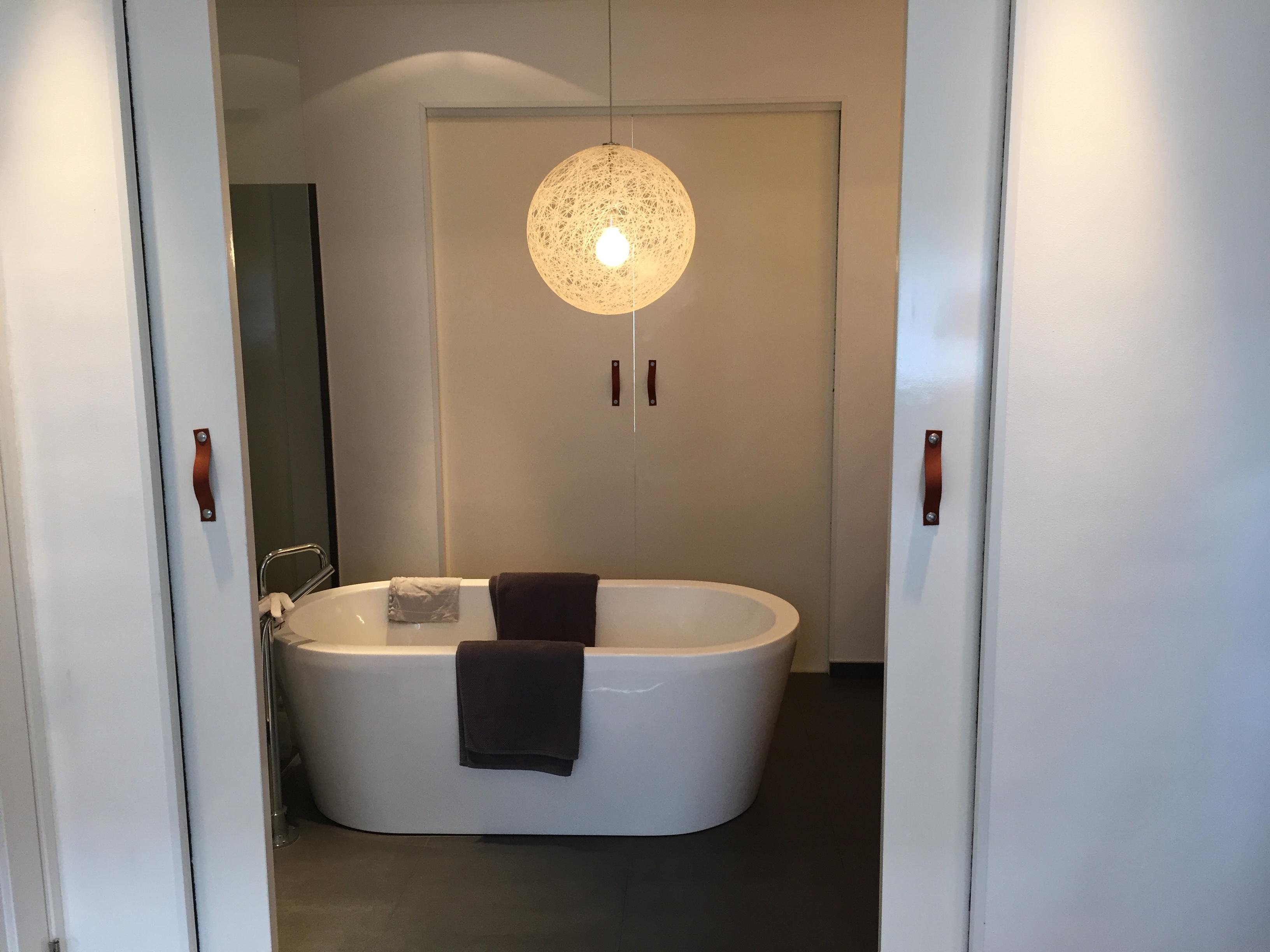 Slot op schuifdeuren badkamer | voordemakers.nl