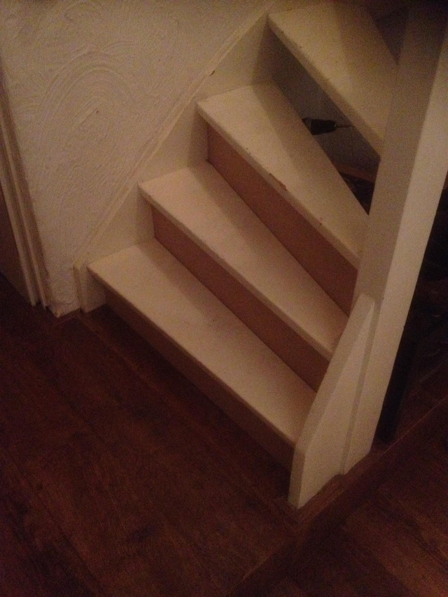 Trap dichtmaken met kastje eronder - Versier een trap ...