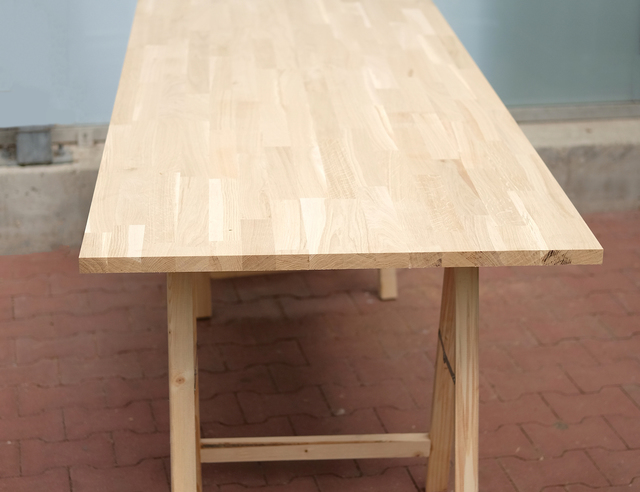Tafel Stalen Poten : Tafel met gekruiste stalen poten