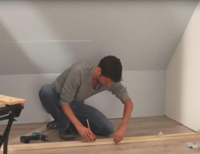 Schuifdeuren Woonkamer Praxis : Schuifdeuren voor een opbergruimte op zolder voordemakers