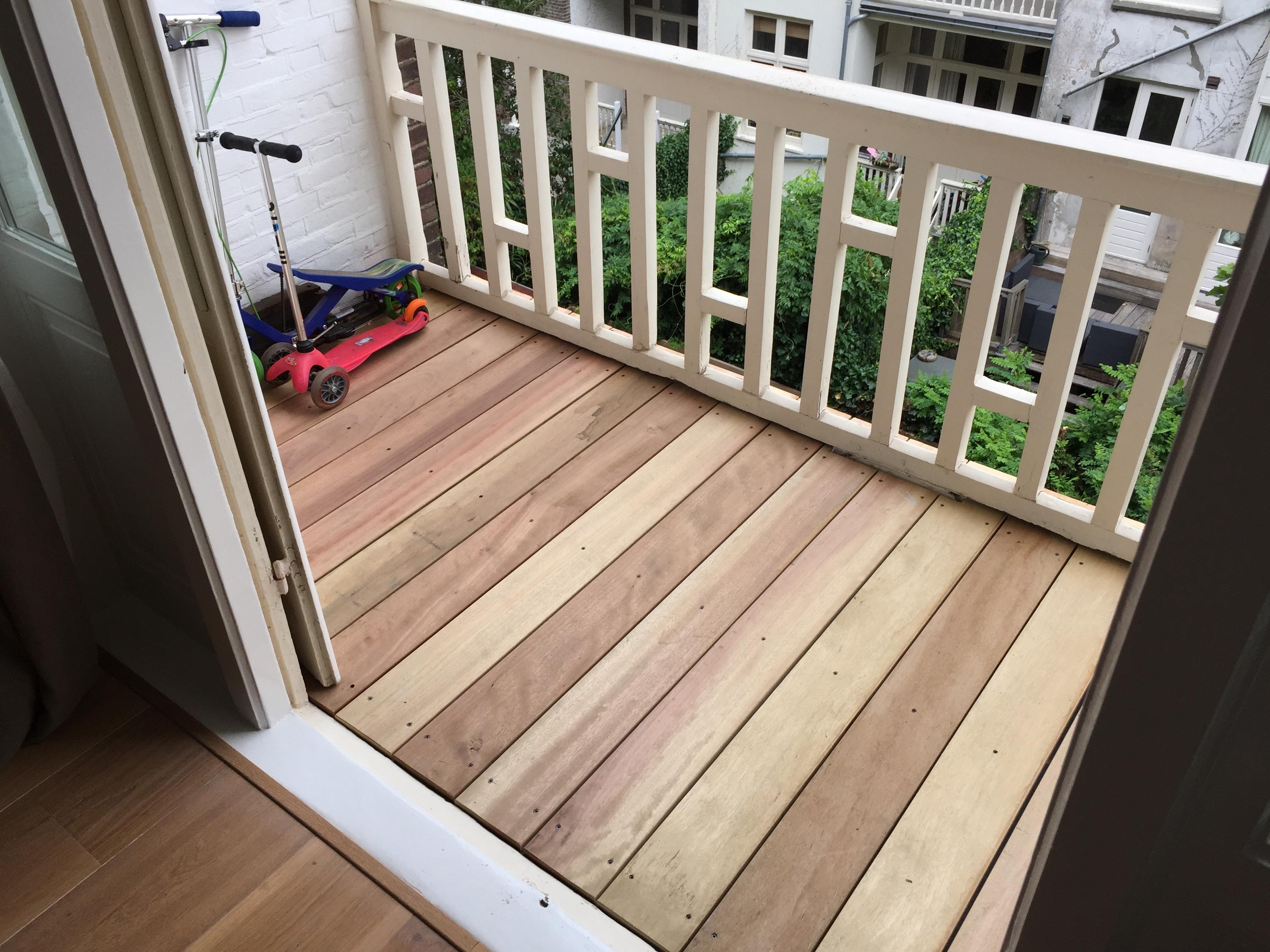 hout op balkon voordemakers