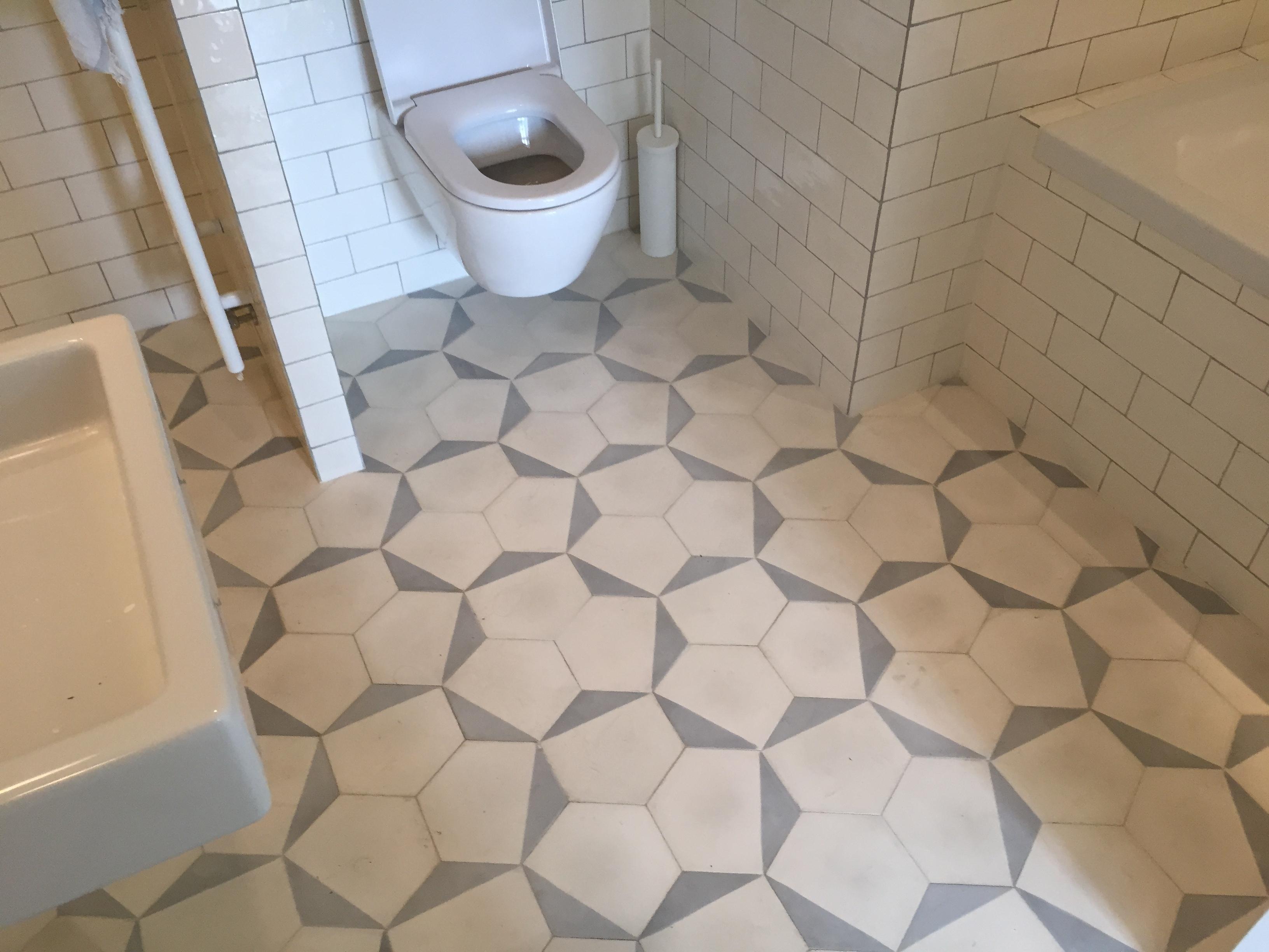 Tegel patroon in badkamervloer | voordemakers.nl