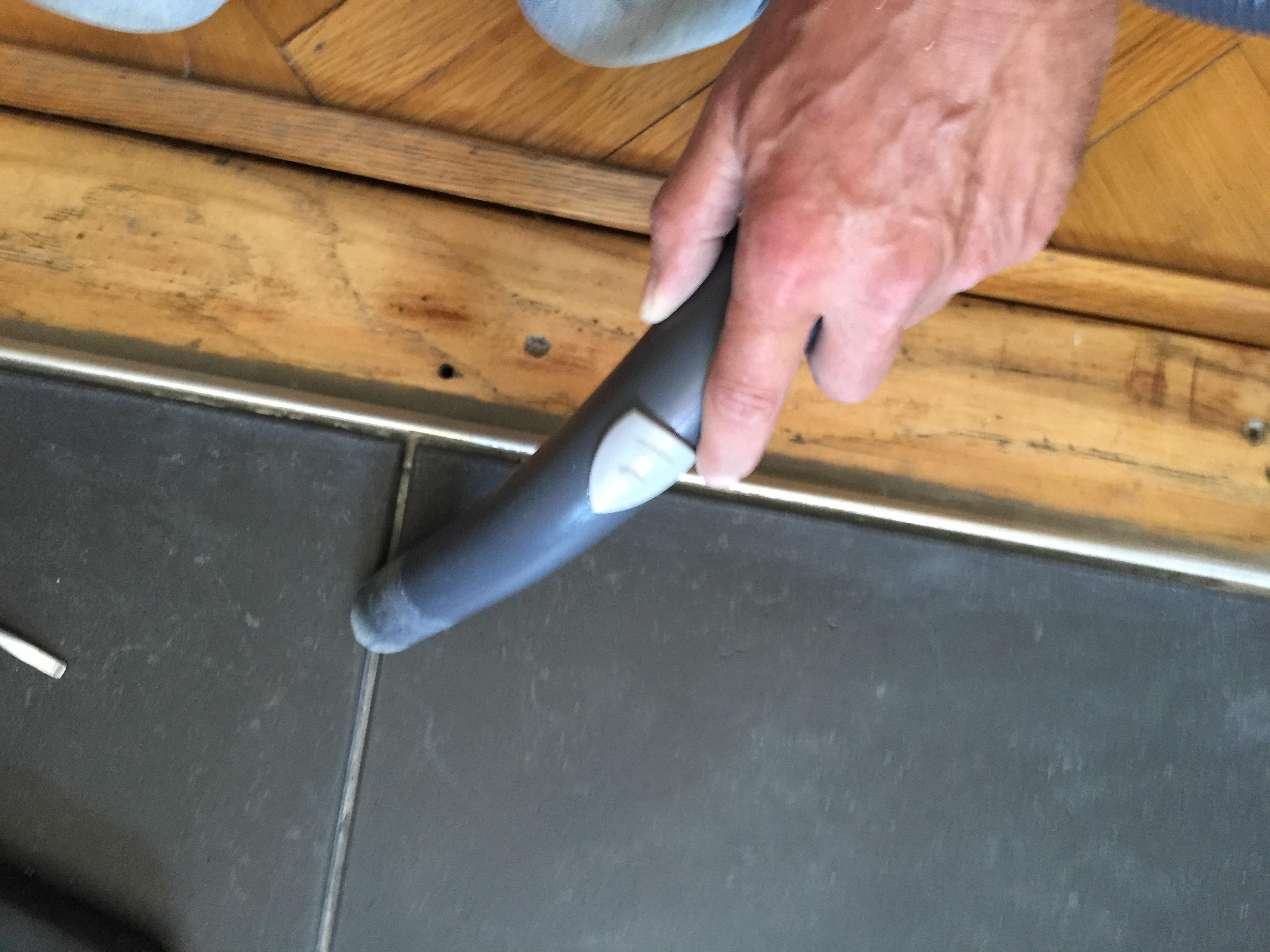 Voegen Repareren Badkamer : Tegels voegen voordemakers