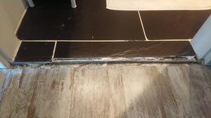 Vloerovergang badkamer afwerken