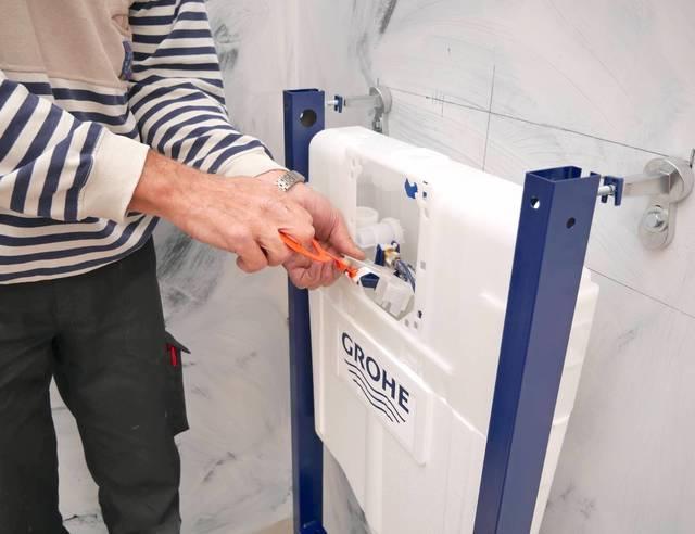 Toilet renoveren inbouwreservoir plaatsen 1 4 voordemakers.nl