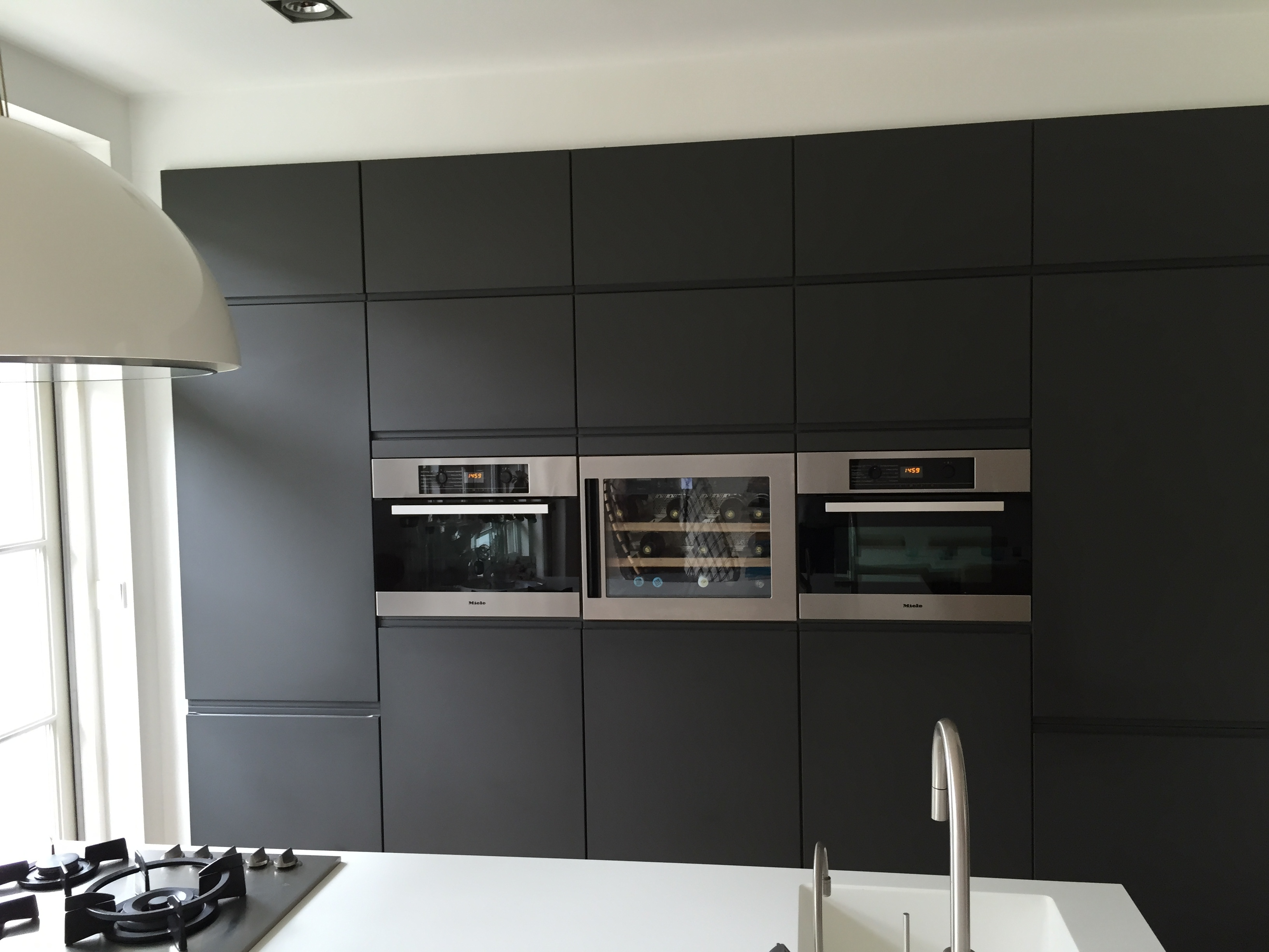 Wijn koelkast in keuken kasten wand (TIP) | voordemakers.nl