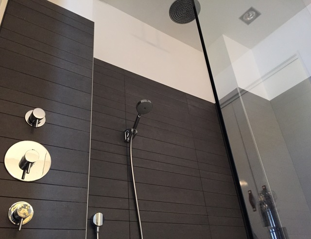 Badkamer Laten Plaatsen : Douche kranen naast de douche voordemakers.nl