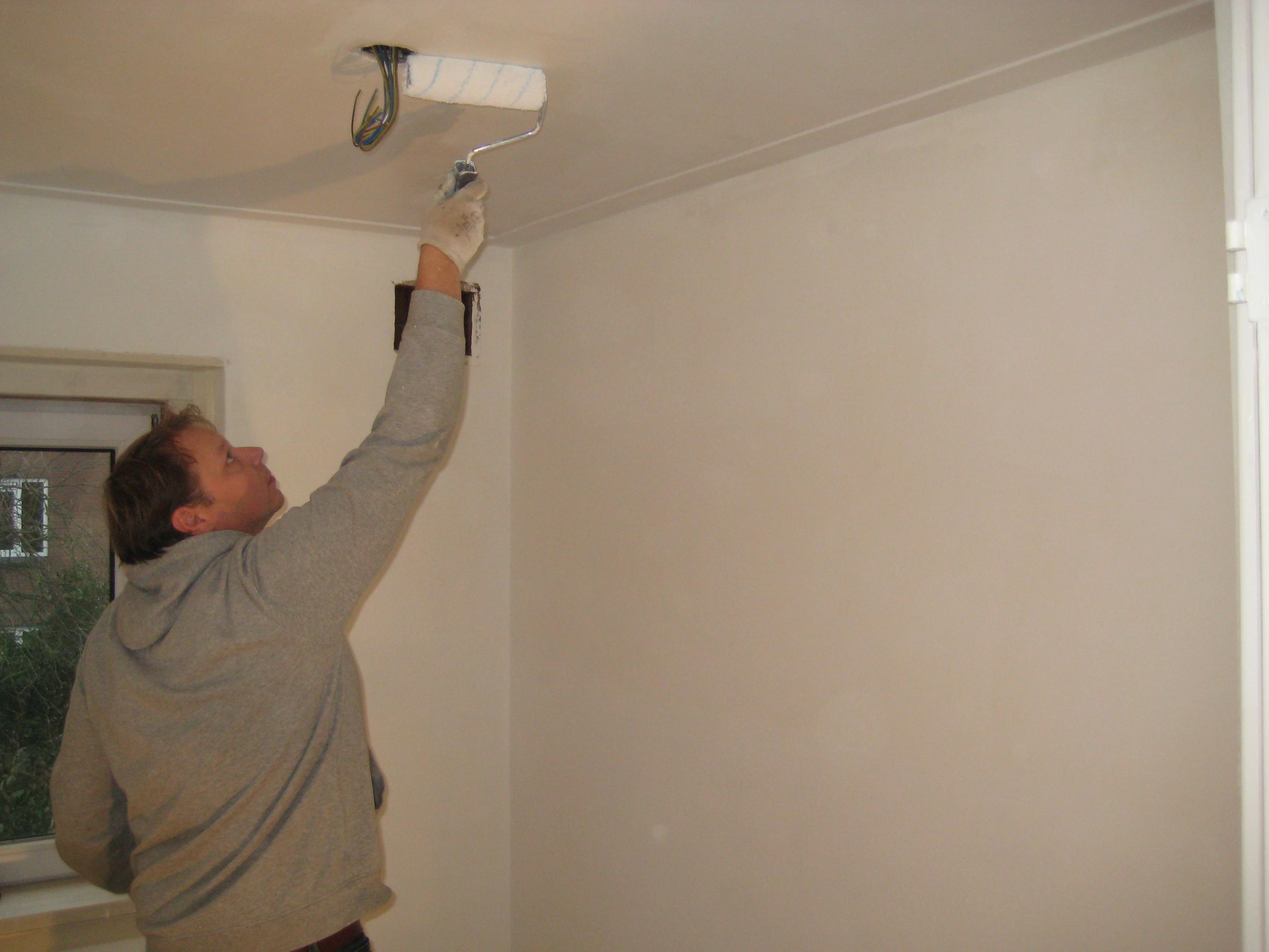 Hoe kan je het beste je plafond witten voordemakers