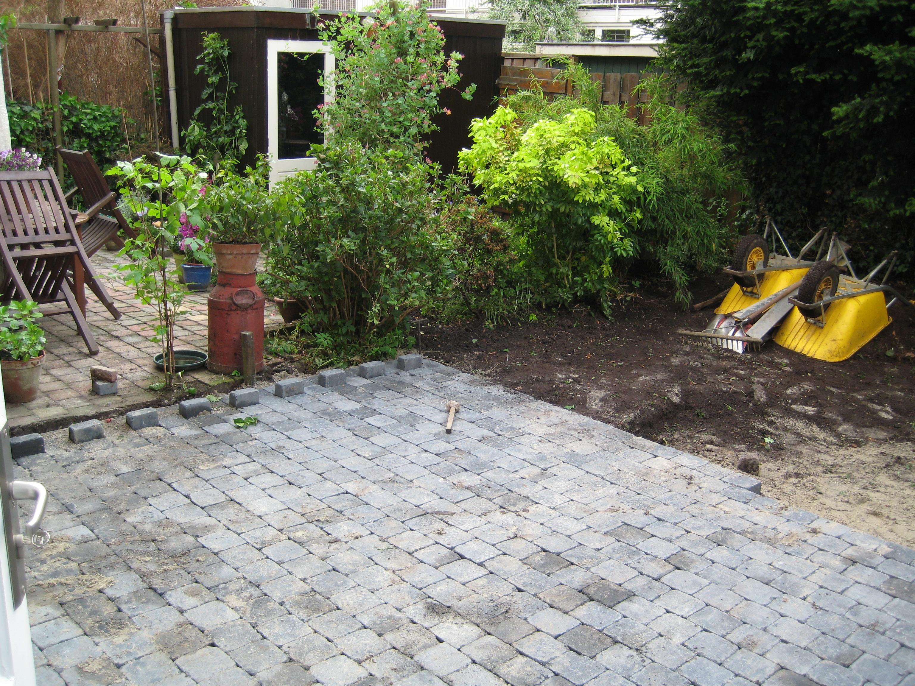 Tegels Leggen Tuin : Terras aanleggen voordemakers