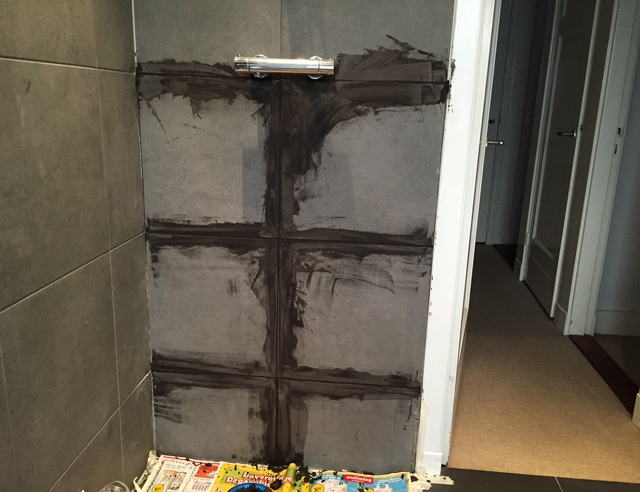 Losse Tegels Badkamer : Tegel reparatie badkamer voordemakers
