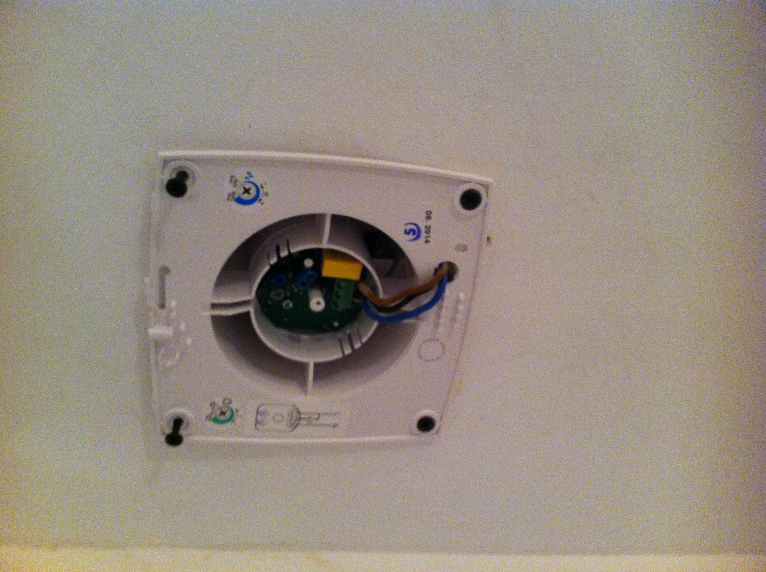 Badkamer Plafond Afzuiging : Plafondventilator monteren voordemakers