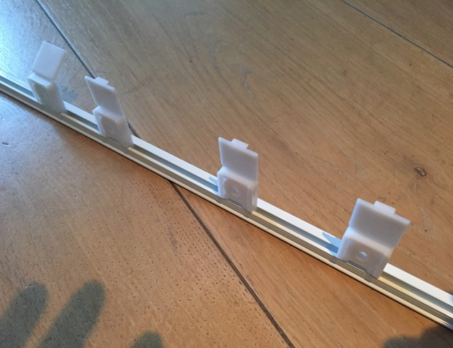 Plastic Gordijn Haakjes : Gordijnrail vervangen voordemakers