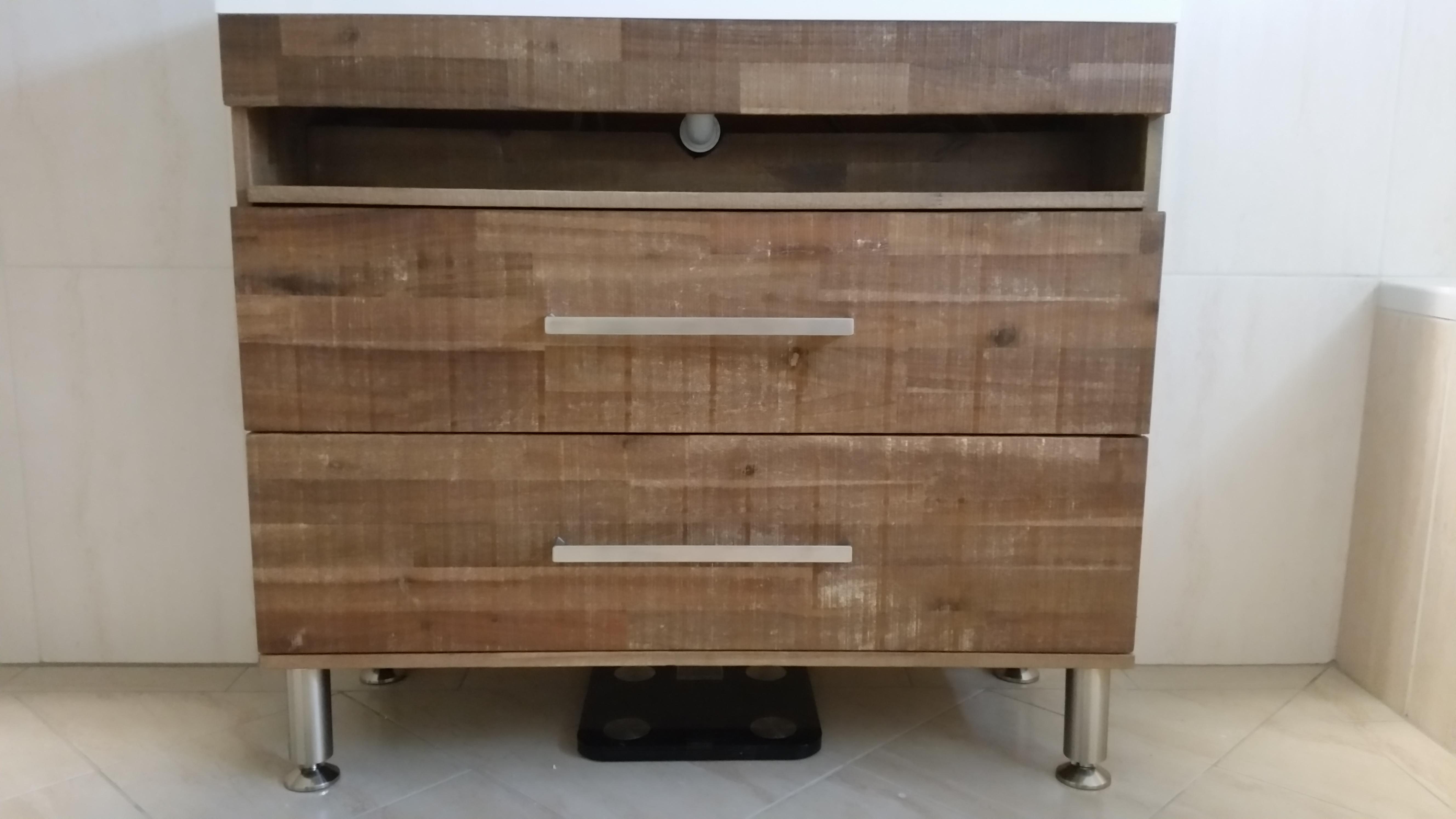 Inloopdouche Met Wastafelonderkast : Ruimtebesparend badmeubel van vintage hardhout panelen voordemakers.nl