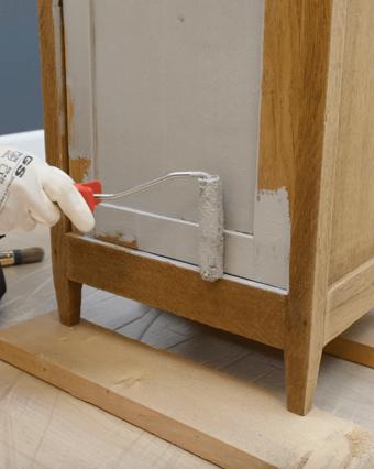 Hoe verf ik mijn houten meubel?
