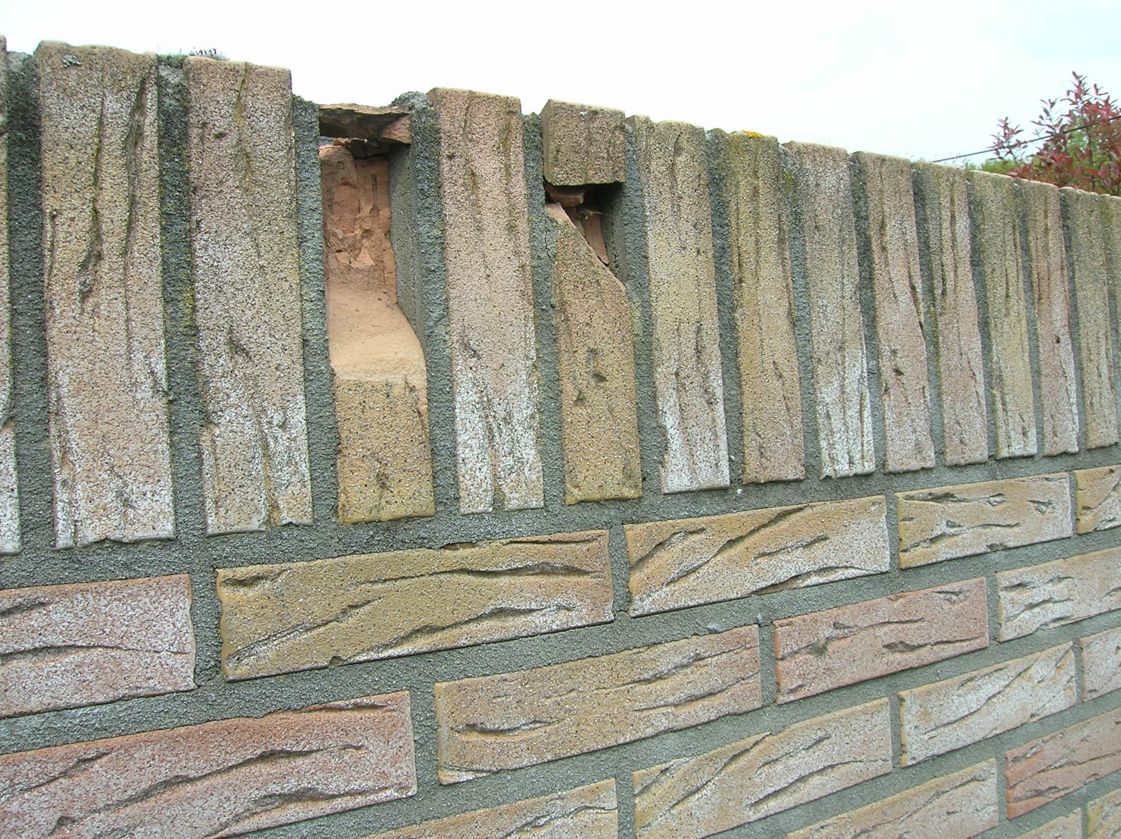 Stenen Muur Voortuin : Hoe kan ik een stenen tuinmuur herstellen voordemakers